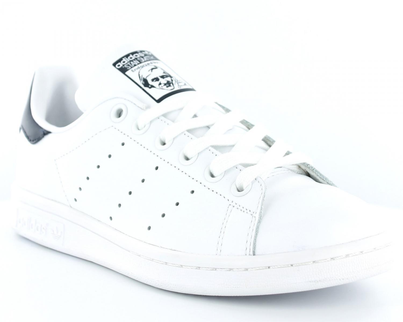 new products a5af3 5bcce En ce qui concerne la finition des adidas stan smith femme blanche et bleu  cloisons sèches, la plupart des gens pensent immédiatement aux murs, ...