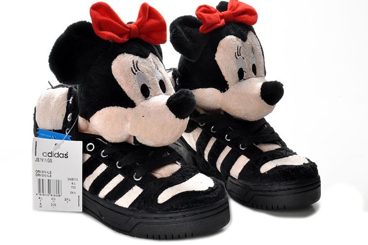 À Adidas Groupe Économiser Promotion De L Peluche Chaussure dédié Iygbf7Yv6